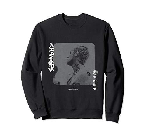 Justin Bieber Changes Sweatshirt